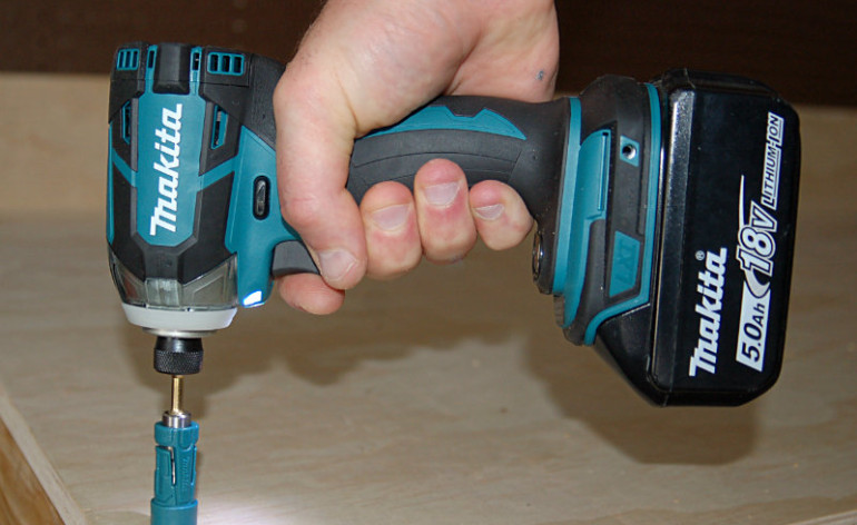 Makita XDT09M Featured image 2