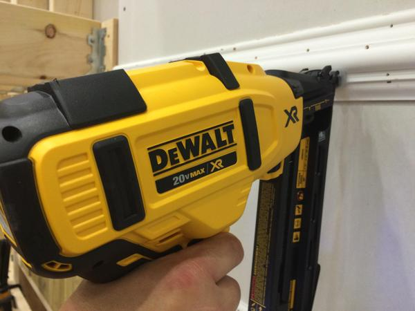 dewalt 20v max angled finish nailer pro tool reviews