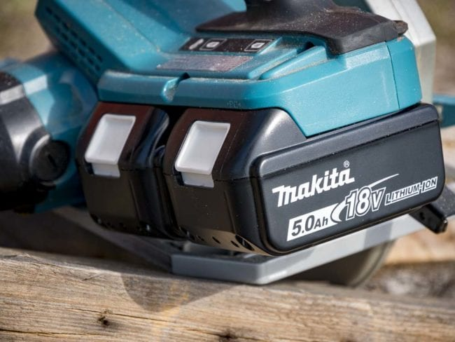 Best Cordless Circular Saw Shootout - Batteries