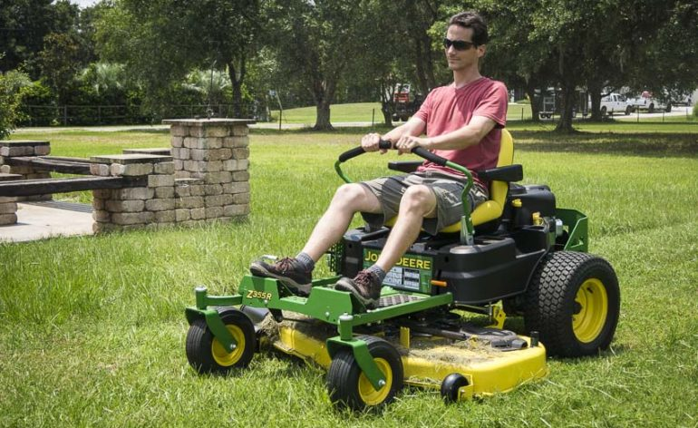John Deere ZTrak Z355R Zero-Turn Mower cut