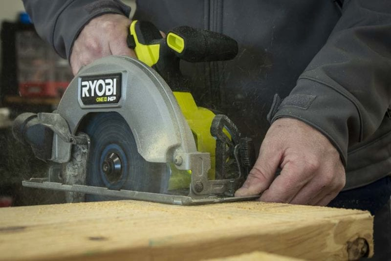 how to use a circular saw 2