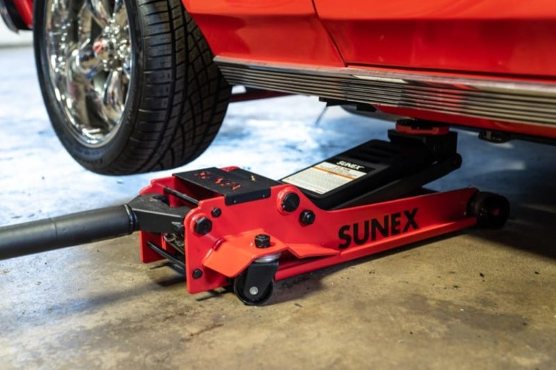How to use a floor jack