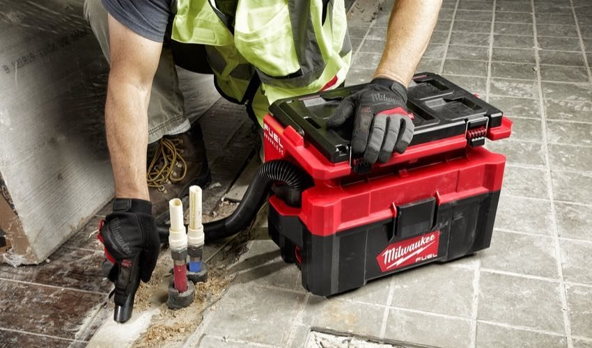 Milwaukee M18 FUEL Packout 2.5 Gallon Wet-Dry Vacuum