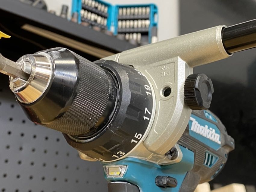 How to Use a Keyless Drill Chuck